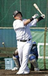 打撃練習する西武・山川穂高=日南・南郷