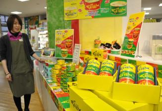 店頭に設けられたサヴァ缶のコーナー。ご当地缶詰で異例のヒット商品となっている=盛岡市菜園