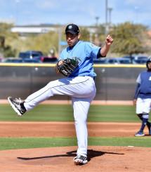 フリー打撃で左脚が高く上がるほど力強い投球を見せるマリナーズ・菊池雄星=ピオリア