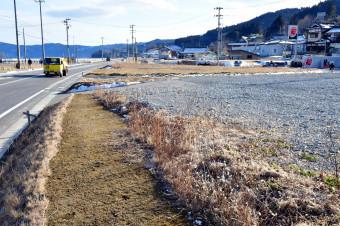 【2019年2月15日】 県道かさ上げ工事が完了し、空き地が広がる大船渡市三陸町の越喜来地区中心部