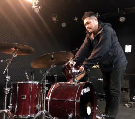 24、25日の特別最終ライブに向けて準備をする小田貴光さん。「音楽仲間と協力してくれたみんなに感謝しかない」と語る