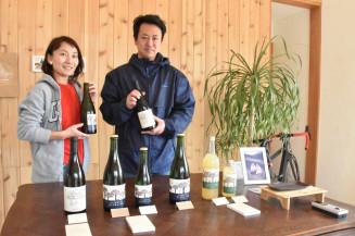 「ワインを通して大船渡の魅力を伝えたい」と意気込む及川武宏代表取締役(右)