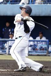 ロッテとの練習試合の1回、西武・山川穂高が中越えに本塁打を放つ=春野