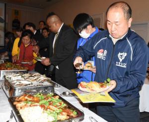 W杯釜石開催出場国の料理が振る舞われた食文化体験交流会