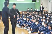 今日の授業は「M―1」漫才! 盛岡・仙北中で生徒が発表