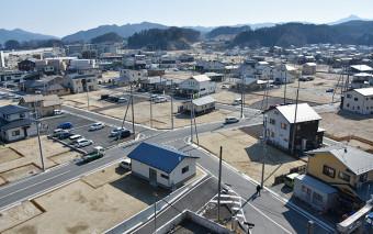 【2019年2月26日】 本設店舗や住宅が再建された山田町中心部。土地区画整理事業で大規模にかさ上げされ、道路環境も改善された