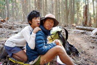 数週間一緒に歩いたキム・ジンメンさん(右)とユンさん親子。親切に甘え、何度もおいしい食事とお茶をごちそうになった