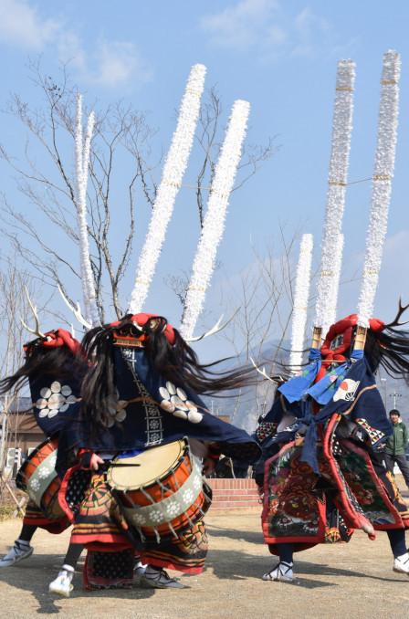 勇壮な舞を披露した大船渡市三陸町越喜来の金津流浦浜獅子踊