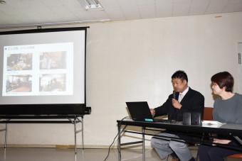 地域での活動や住民との交流について紹介する(左から)中村吉秋さん、邦子さん夫妻