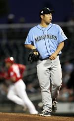 レッズ戦の2回、本塁打を浴びたマリナーズ・菊池雄星=グッドイヤー(共同)