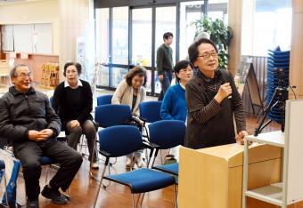 テレビ電話を通じて手紙への感謝や近況を伝える近藤乃子さん(右)