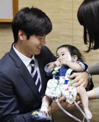 1月、大阪府内の病院で闘病中の川崎翔平ちゃんを見舞いに訪れた米大リーグ・エンゼルスの大谷翔平選手