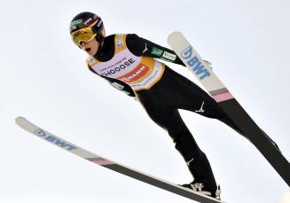 ノルディックスキーのW杯ジャンプ男子で個人総合優勝を決めた小林陵侑=10日、オスロ(共同)