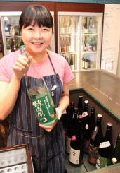 「酒の造り手とお客さんをつなぐ日本酒ソムリエの楽しさを知ってほしい」と語る千葉麻里絵さん=東京都渋谷区