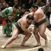 錦木、高安に屈し5連敗 大相撲春場所5日目