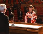 それぞれの道活躍誓う 花巻、富士大で卒業・修了式