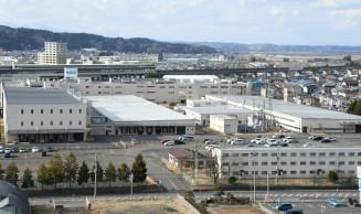 NECプラットフォームズ一関事業所。第10工場(右側)敷地内と敷地境界の土壌などから有害物質が検出された=15日、一関市柄貝