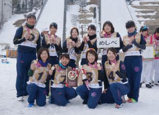 全国最高峰の2大会で優勝した女子雪合戦チーム「めしべ」のメンバー
