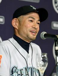 引退記者会見で話すマリナーズのイチロー外野手=22日未明、東京都内のホテル