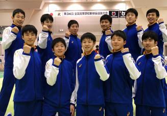 男子団体で4位入賞を果たした盛岡市立の選手たち