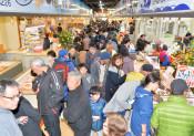 魚菜市場、船出にぎわい 「宮古市民の台所」新装開店
