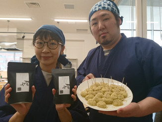 滝沢市産黒千石大豆のきな粉と西和賀町産わらび粉で作ったわらび餅
