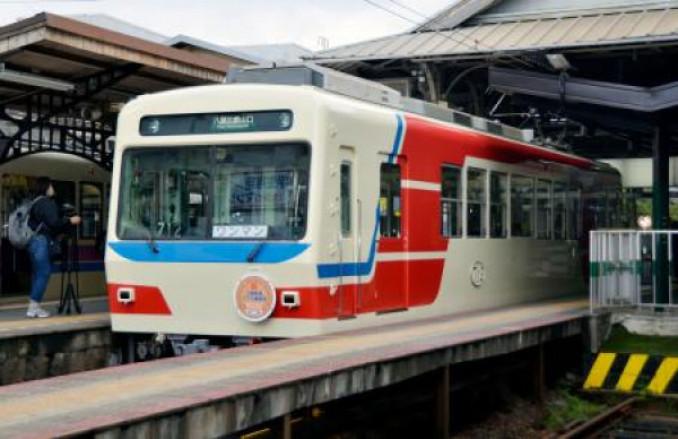 三陸鉄道のシンボルカラーに塗装された叡山電鉄の車両=31日、京都市