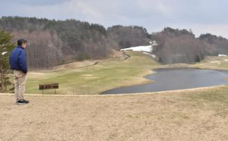 コースの一部に雪が残り、プレオープンを延期した岩手沼宮内カントリークラブ