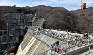 堤体工事が終盤を迎えている簗川ダム