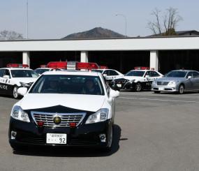 高速道の警戒に出動する県警車両。社会問題化するあおり運転の防止へ取り組みを強化する