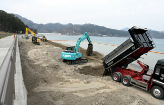 砂浜の再生事業が進む根浜海岸。一部はラグビーワールドカップまでに工事が完了する