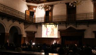 朗読とピアノ、幻灯上映が幻想的な空間を作り出した柴田元幸さんとランテルナムジカのライブ