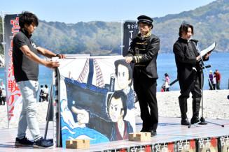 紙芝居を披露する宮古港海戦の会のメンバー