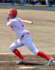 富士大-岩手大 1回表富士大1死三塁、吉田が先制の適時打を放つ=洋野町・オーシャンビュースタジアム