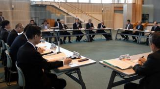地域検討会議で小規模校の在り方などについて議論する出席者
