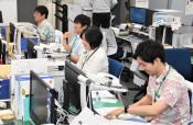 涼しげ、沖縄夏の正装 八幡平市「かりゆしデー」始める