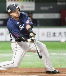 6回西武無死、山川穂高が中越えに、この試合2本目の本塁打を放つ=ヤフオクドーム