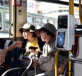 でんでんむしに試験的に導入される交通系ICカードの車載機器=23日、盛岡市・盛岡駅東口バスターミナル