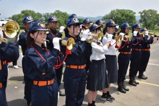多くの女性団員や紫波総合高の生徒が参加している紫波町消防団ラッパ隊