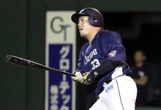 6回西武1死、山川穂高が左越えに本塁打を放つ=弘前