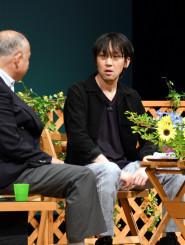 啄木の魅力を語る沼田真佑さん