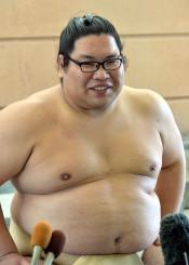 「勝ち越して上位でまた相撲を取りたい」と意欲を示す錦木=盛岡市・県営武道館相撲場