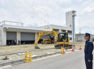 建設が進む新しい紫波消防署を見詰める竹内英親署長