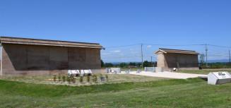 正門である外郭南門周辺の築地が復元された胆沢城跡歴史公園
