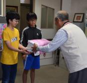 真心の雑巾100枚 一方井公民館、保育所や学校に寄贈