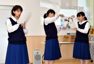 津波の恐ろしさを伝える紙芝居を披露する大槌高復興研究会の生徒