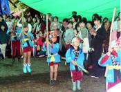 「堂巡り」雨でも元気に 平泉・八雲神社の例大祭