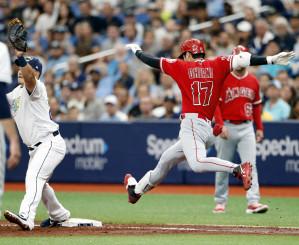 レイズ戦の5回、二ゴロで一塁へ駆け込むエンゼルス・大谷翔平=セントピーターズバーグ(共同)