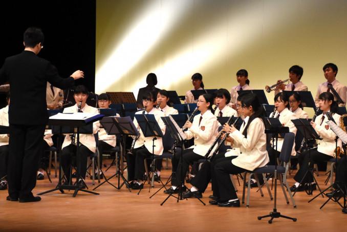 「若者の城」を演奏する八戸高吹奏楽部