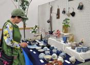 10工房の陶器、漆器一堂に 雫石・滝沢・八幡平から出品